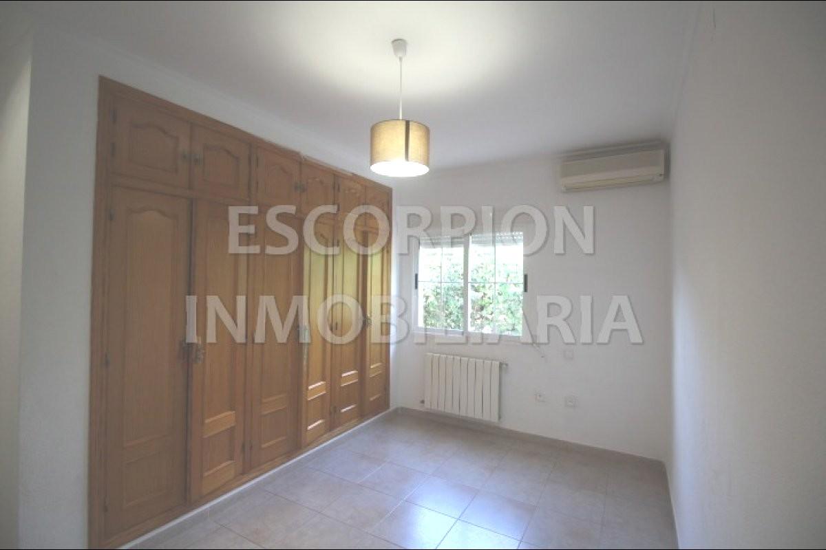 Chalet independiente en venta en La Eliana (Urbanización Entrepinos) 6