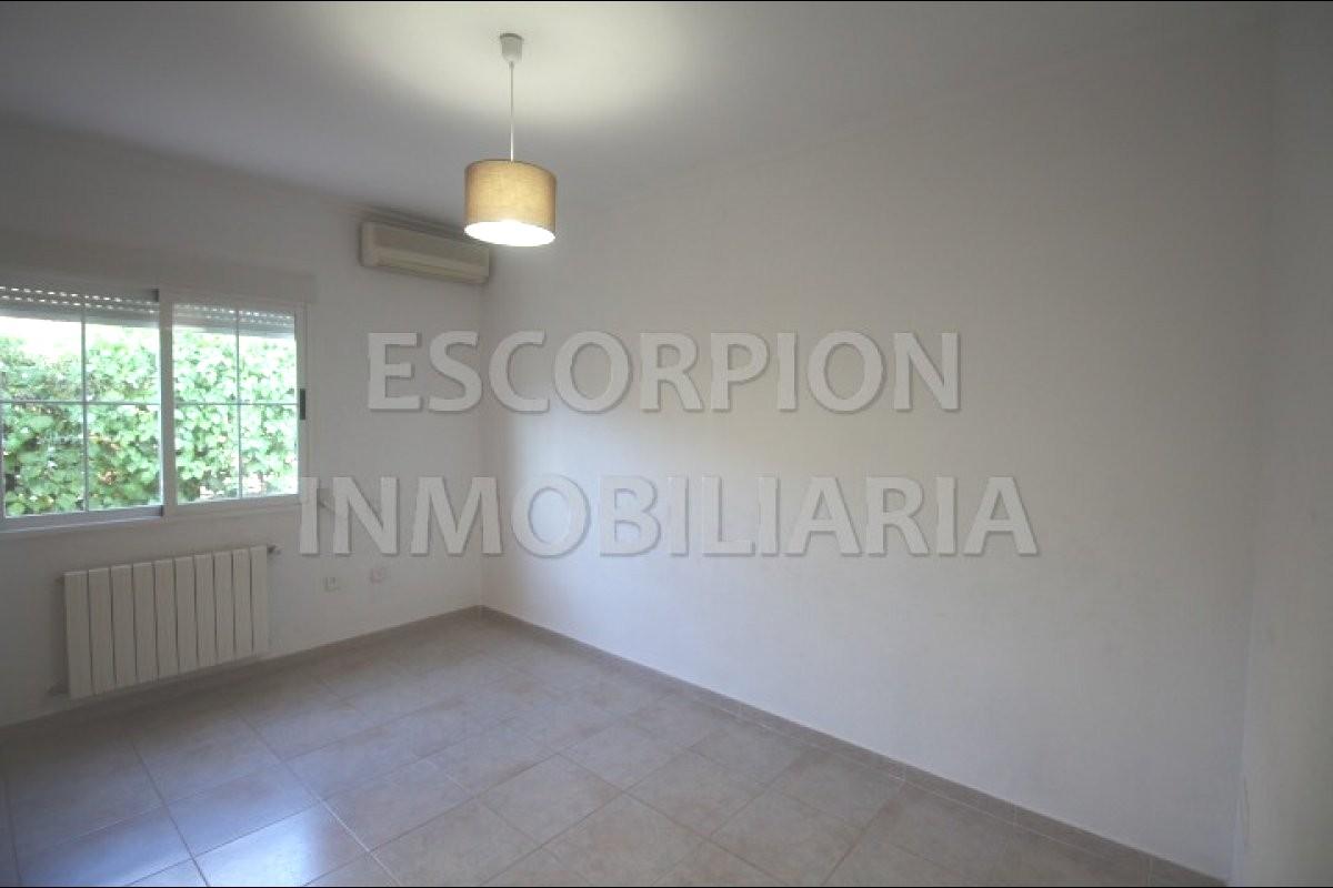 Chalet independiente en venta en La Eliana (Urbanización Entrepinos) 8