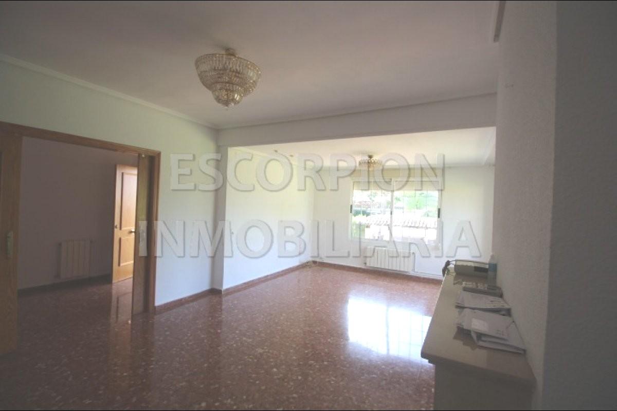 Chalet independiente en venta en La Eliana (Urbanización Entrepinos) 9