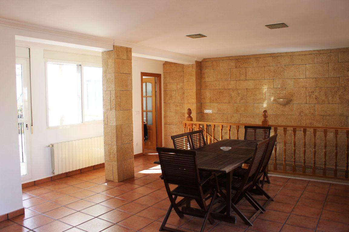 Bonita casa de pueblo amplia y reformada ubicada en Burjassot, junto a Casas Verdes 2