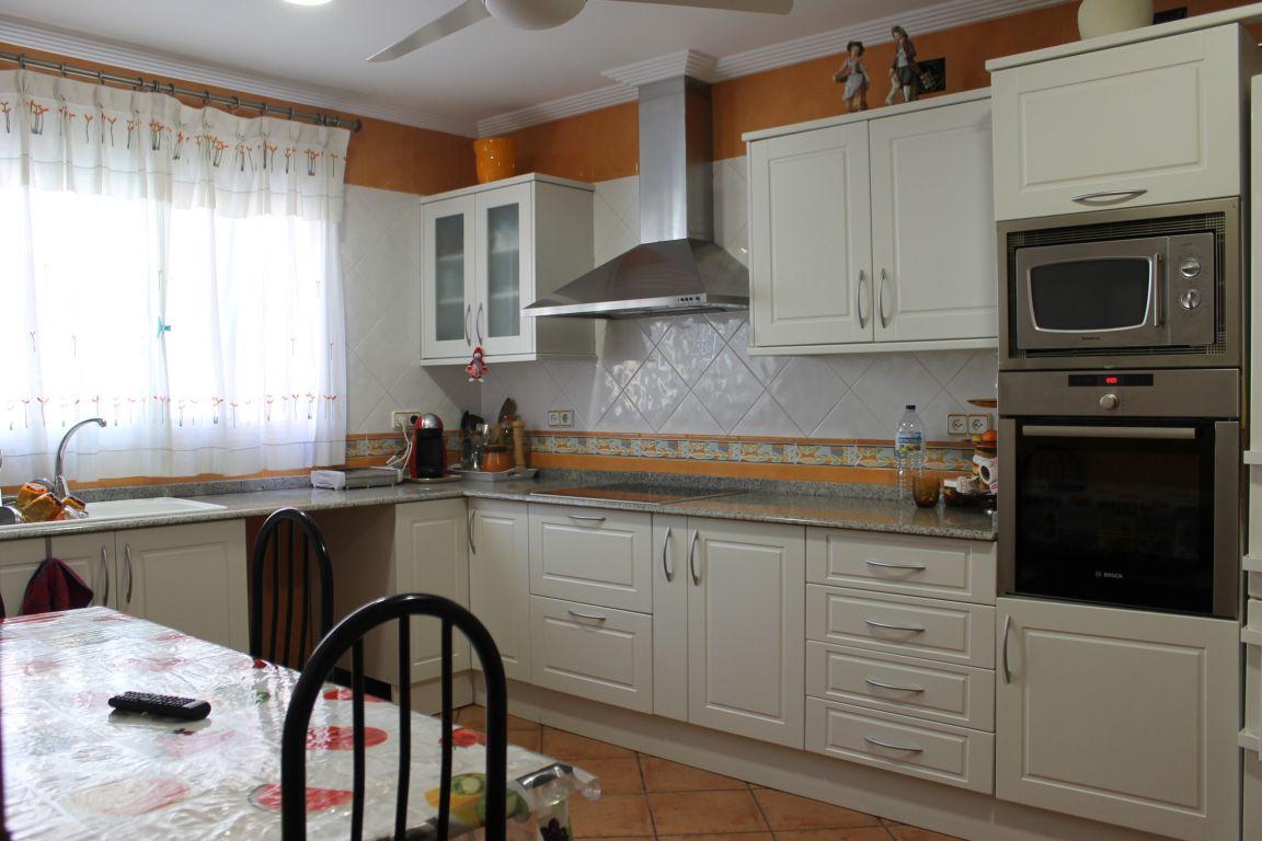 Bonita casa de pueblo amplia y reformada ubicada en Burjassot, junto a Casas Verdes 5