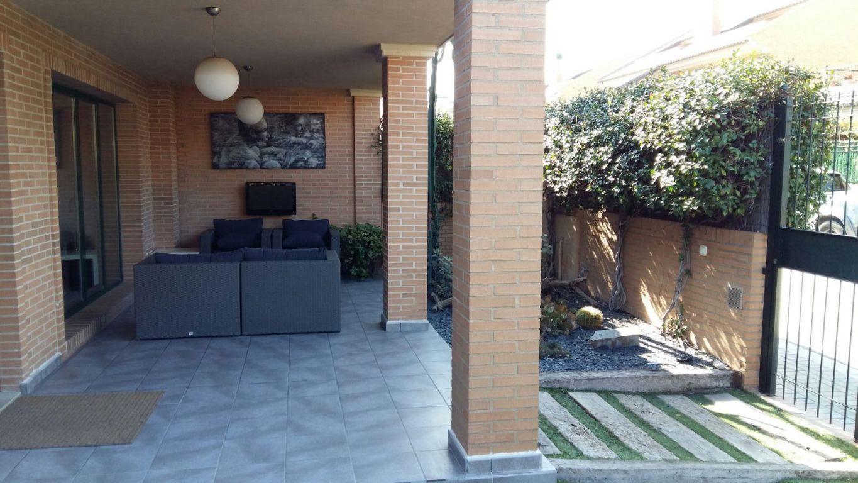 Casa Pareada Esquinera con amplia parcela ubicada en residencial cerrado 3