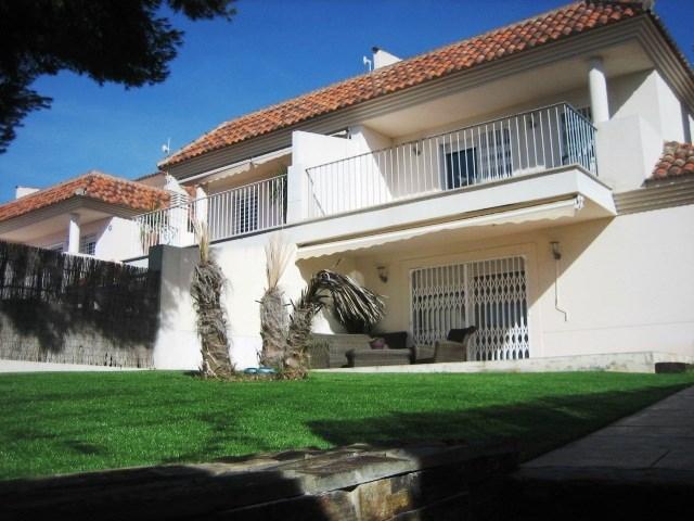 Magnifica Casa Pareada ubicada en Campolivar, urbanización con seguridad privada.