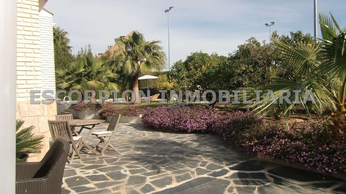 Chalet en alquiler en Urbanización de Mas Camarena 8
