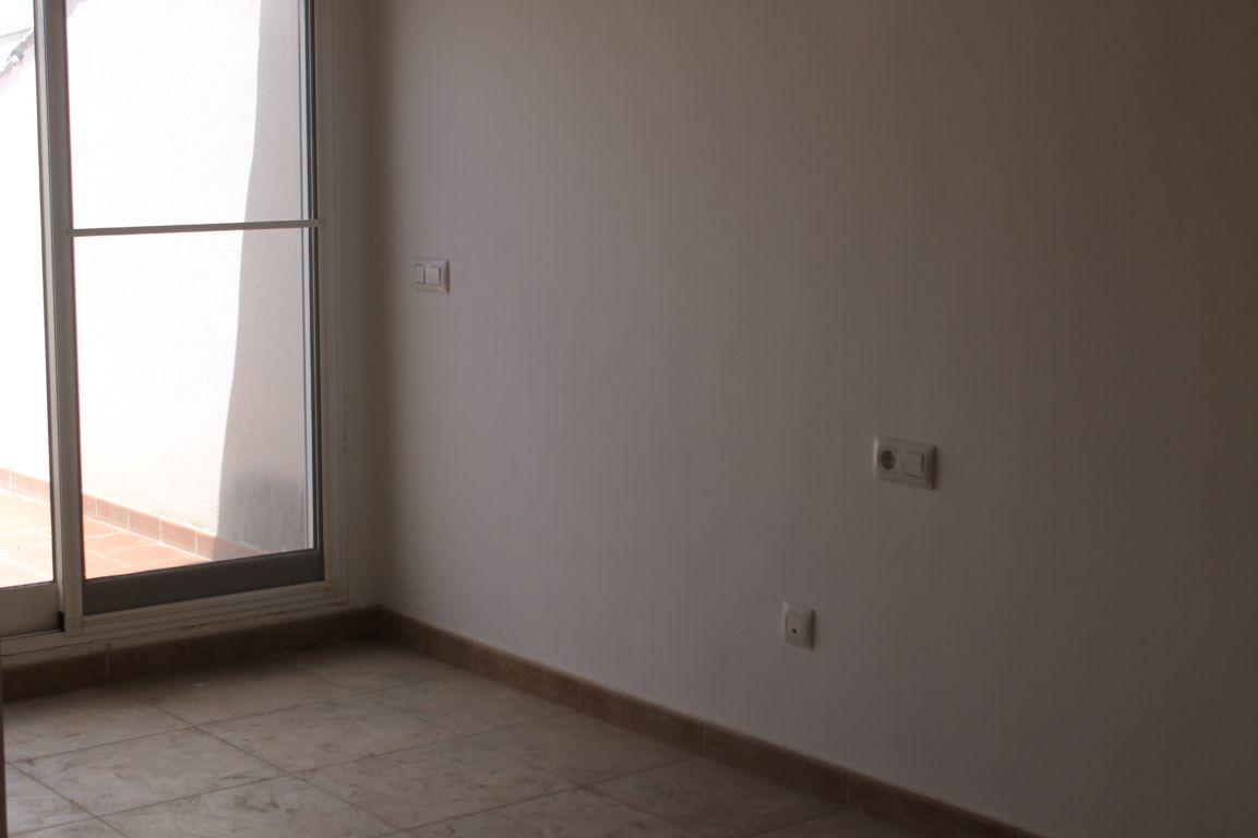 piso con terraza en pleno casco urbano de La Pobla de Vallbona procedente de entidad bancaria 7