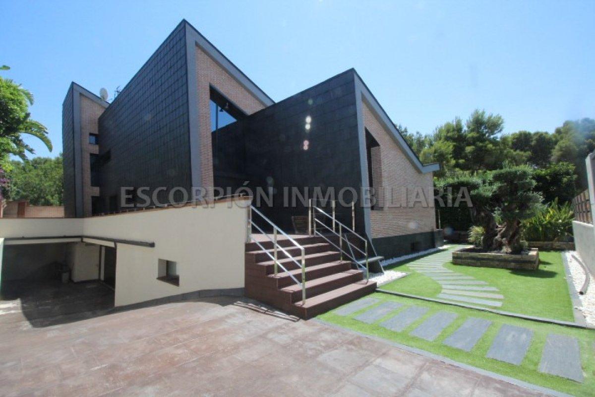 Casa Chalet independiente en Betera