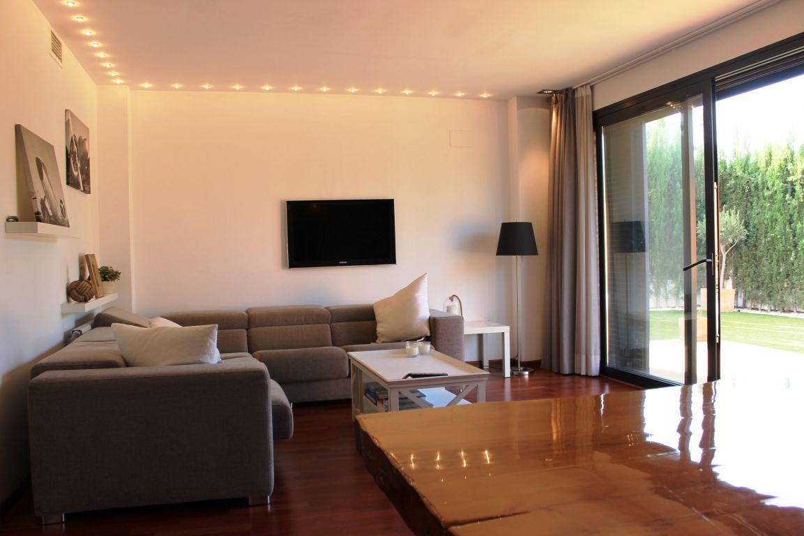 Excelente casa de diseño y calidades de lujo ubicada en residencial cerrado 4