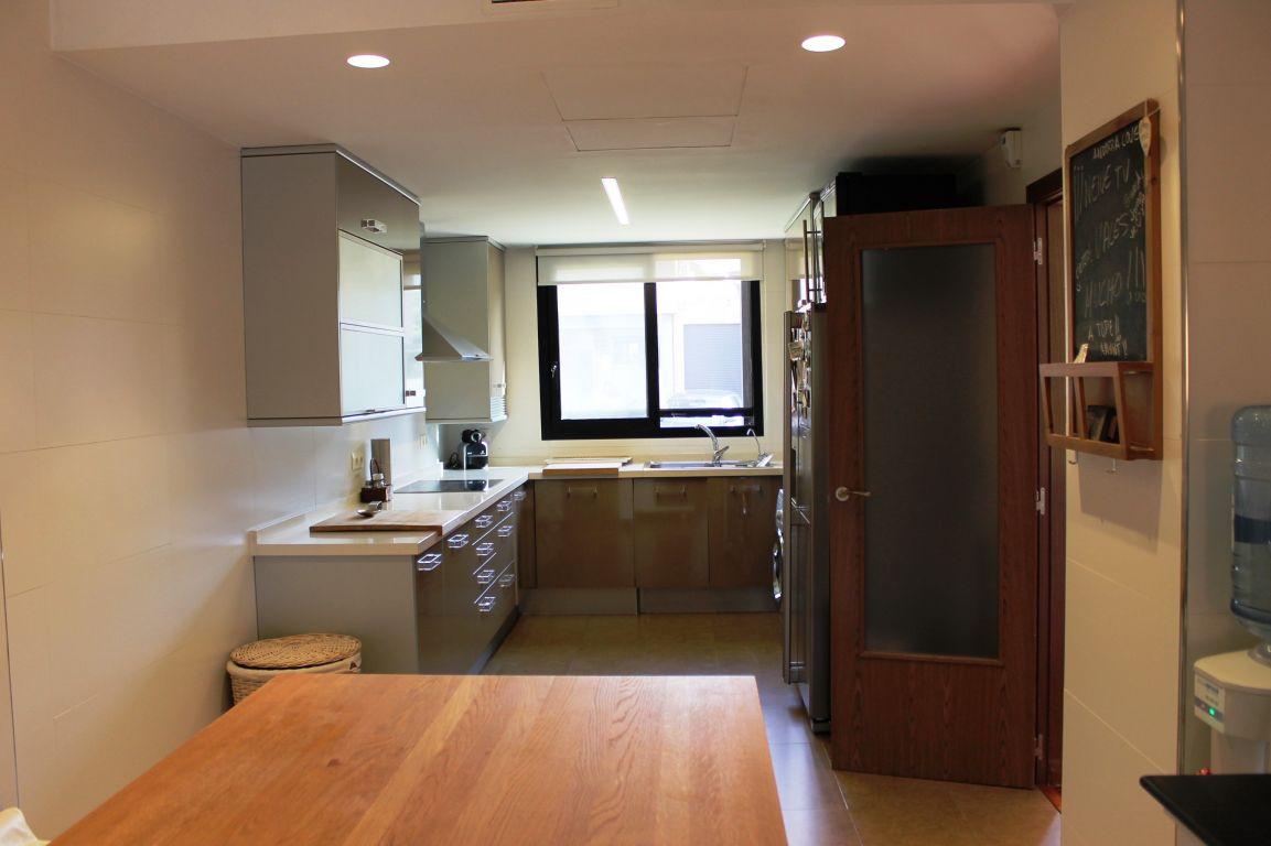 Excelente casa de diseño y calidades de lujo ubicada en residencial cerrado 5