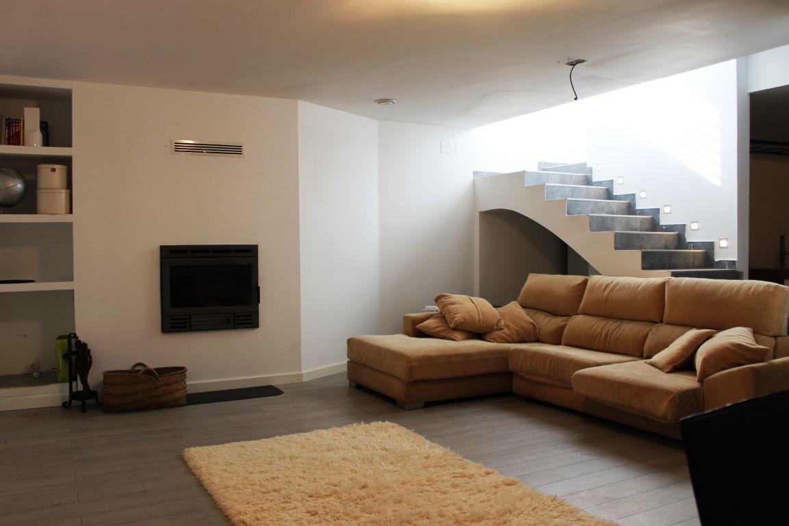 Excelente casa de diseño y calidades de lujo ubicada en residencial cerrado 8