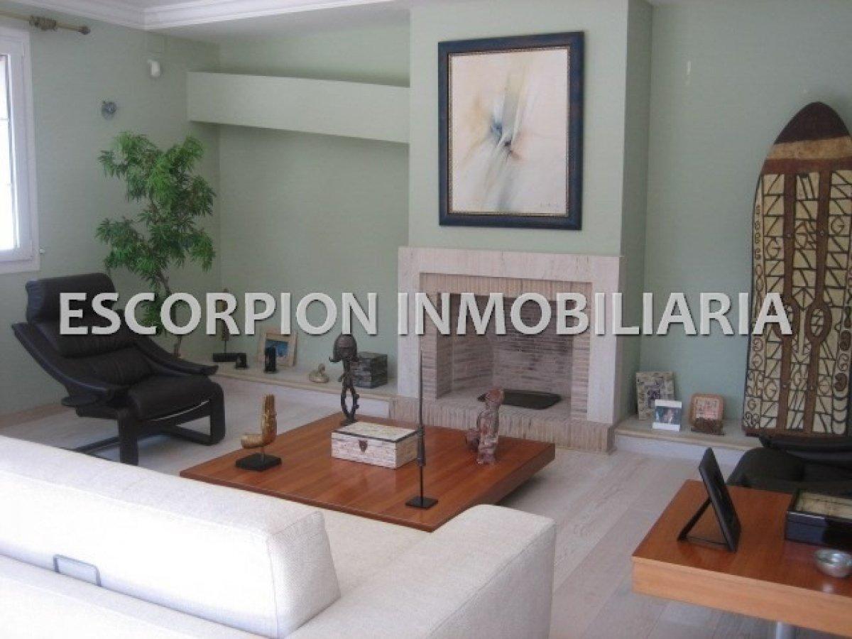 Chalet independiente en alquiler ubicado en Campolivar (Godella) 2
