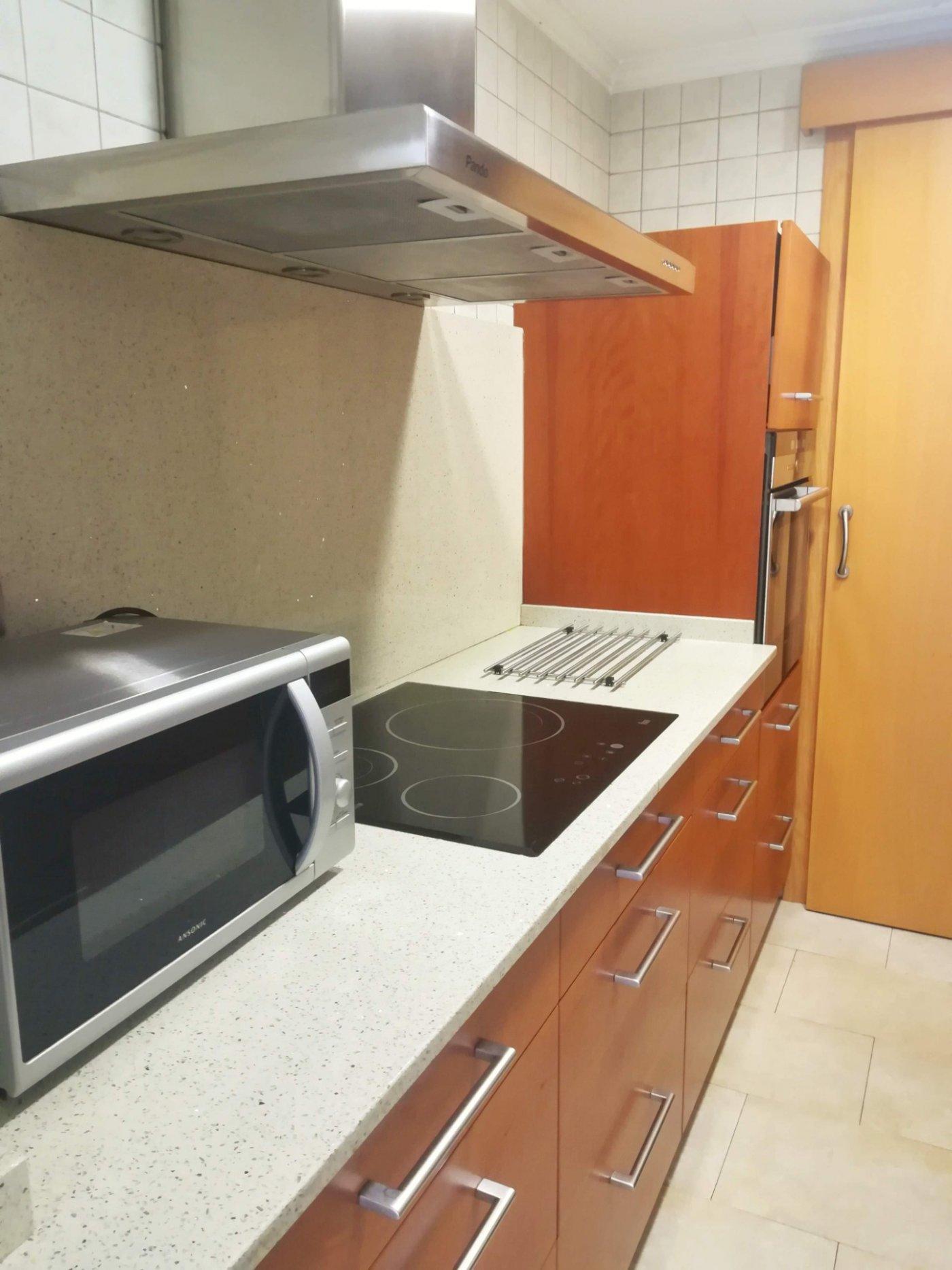 piso en cornella-de-llobregat · gavarra 990€