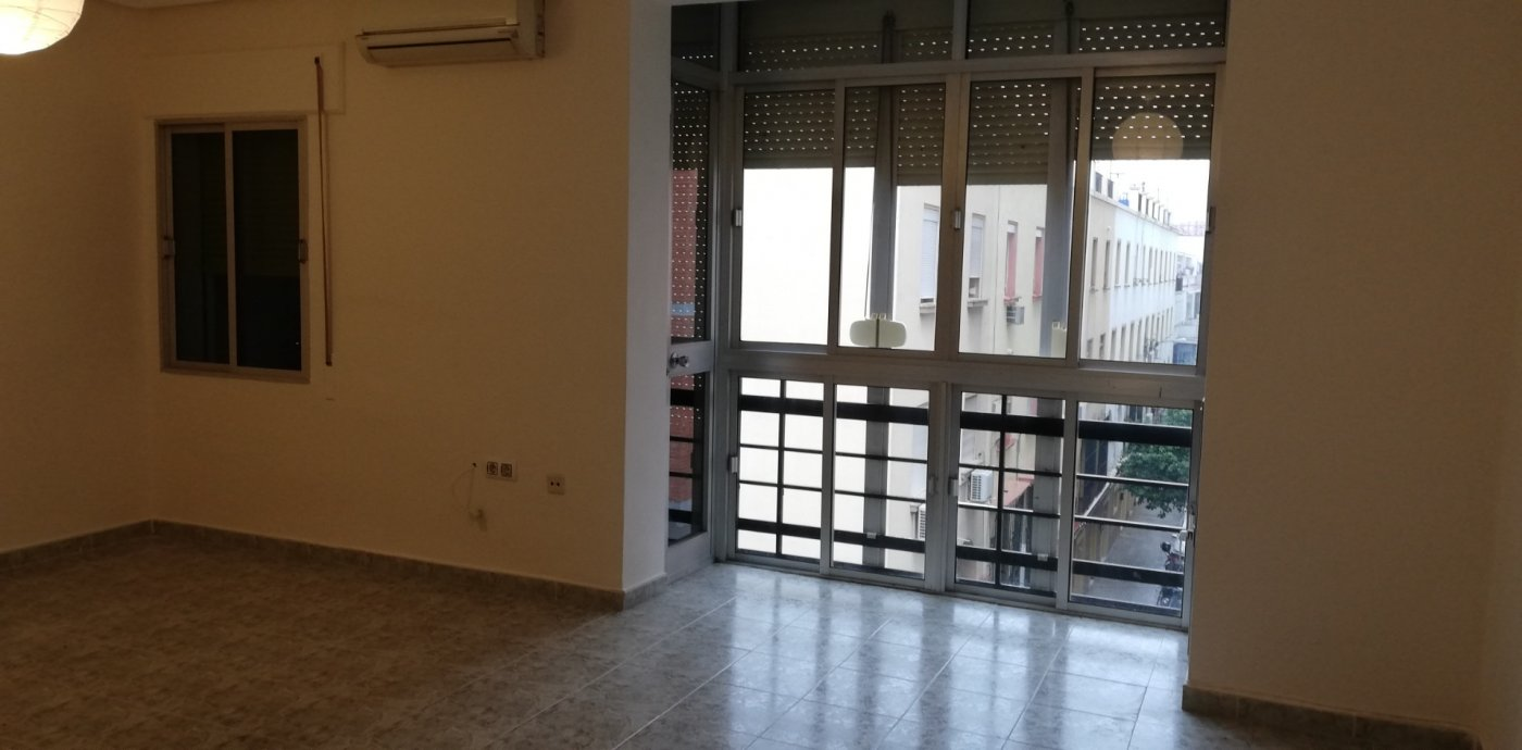 piso en sevilla · pages-del-corro-lopez-de-gomara 800€