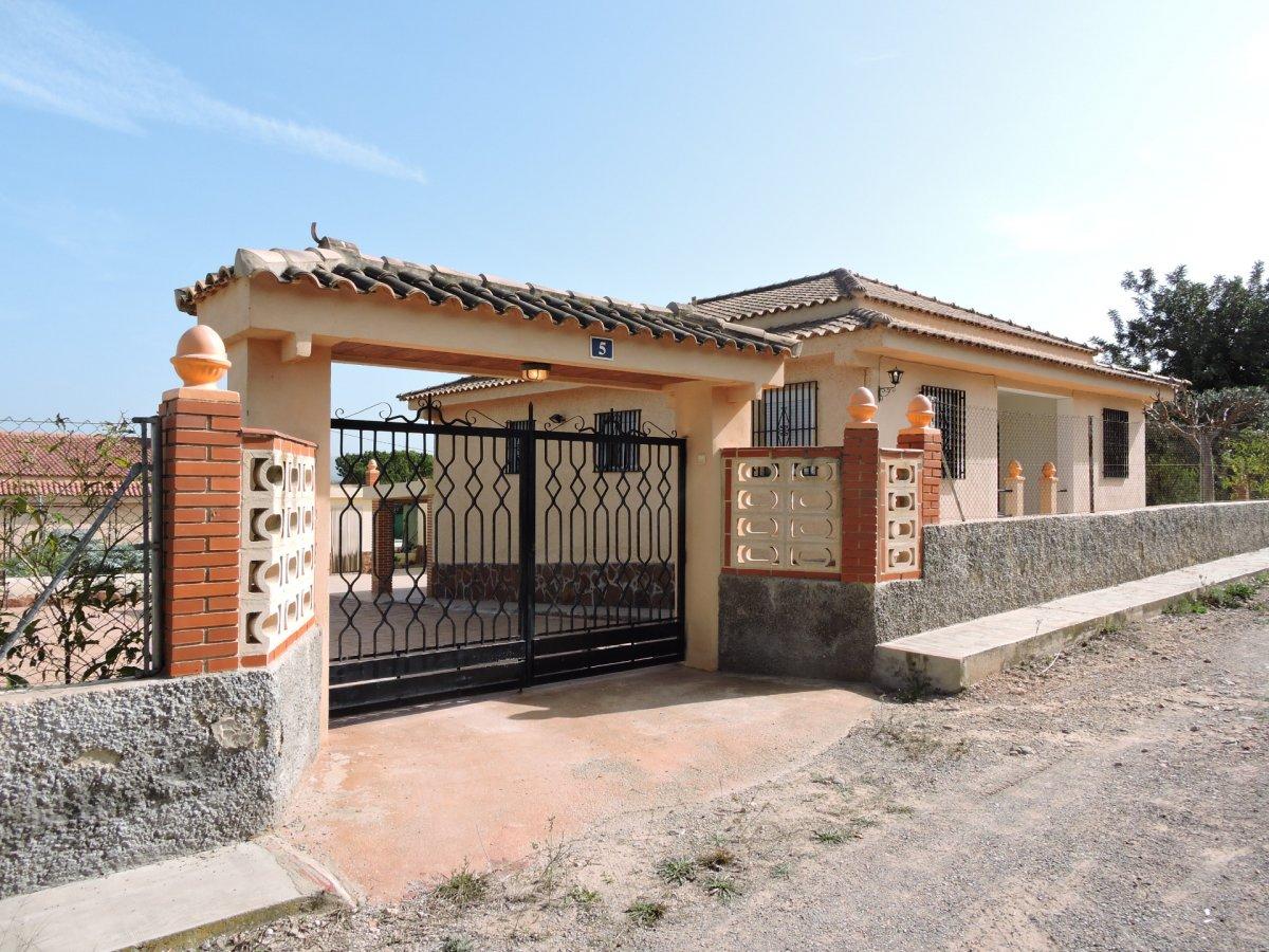 chalet en la-pobla-de-vallbona · urbanizaciones 125000.53766748€