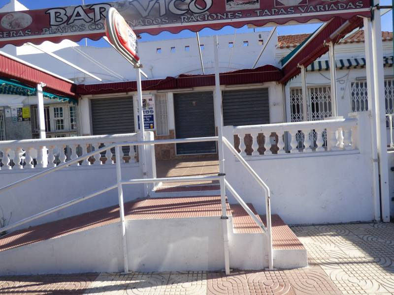 local-comercial en roquetas-de-mar · urbanizacion 600€