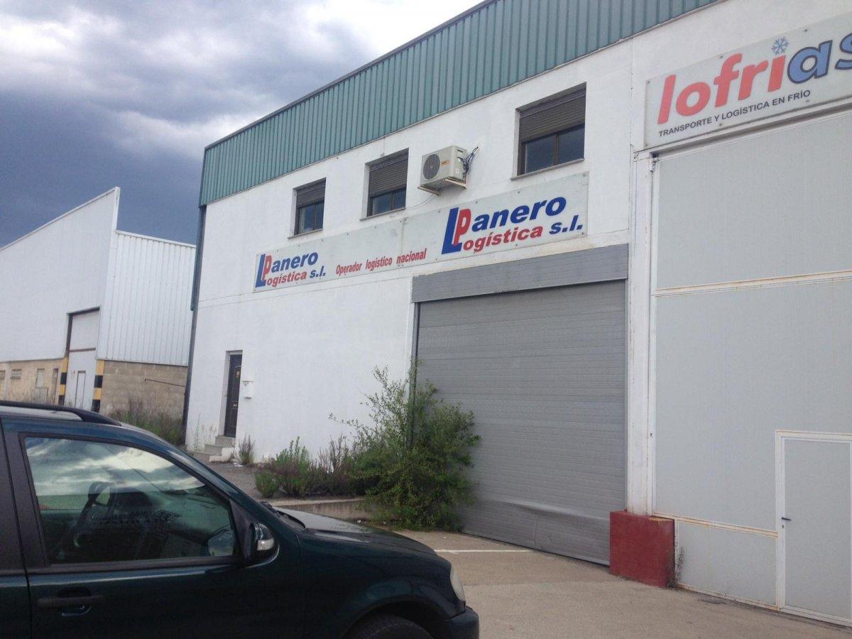 barraca industrial venta le n de metros cuadrados 1700 en la zona de poligono industrial ref 8025