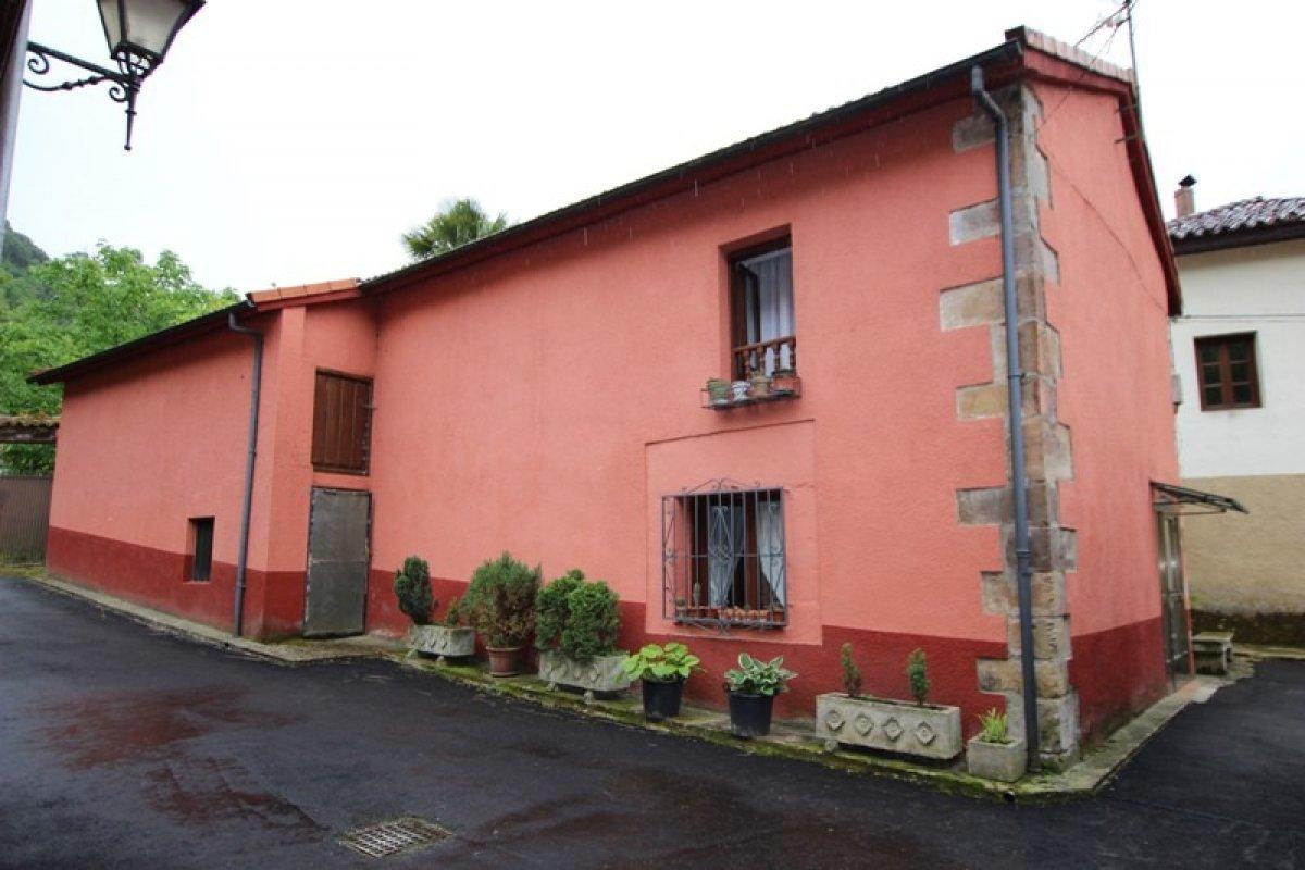 Casa en venta en Valdaliga  de 3 Habitaciones, 1 Baño y 143 m2 por 98.000 €.