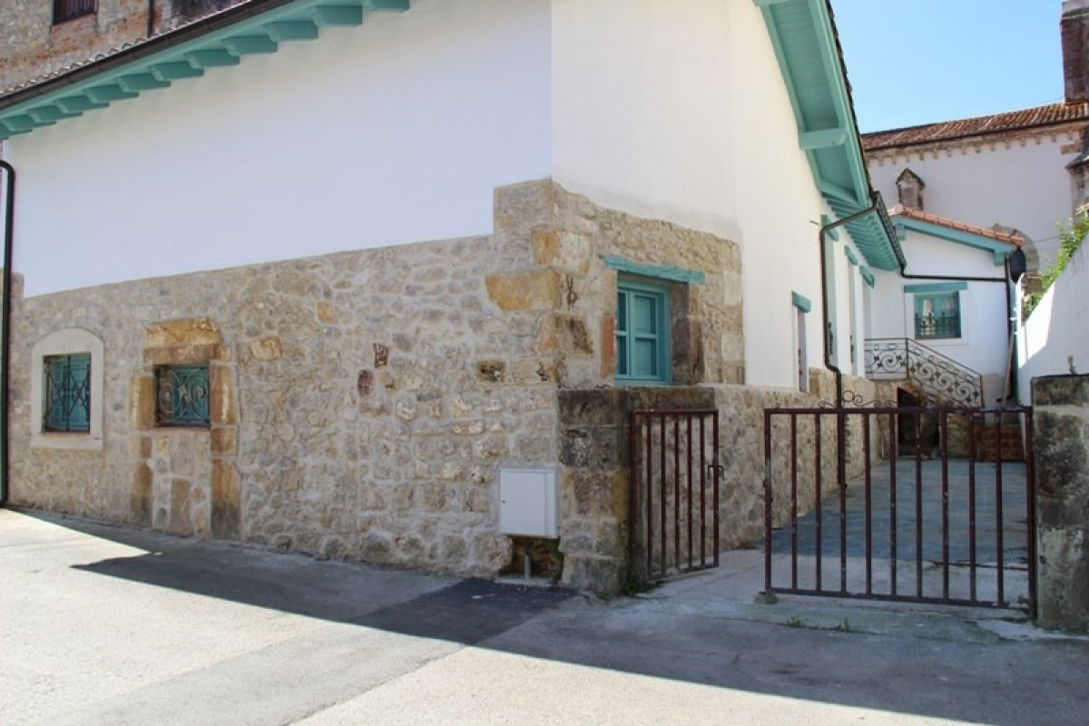 Casa en venta en Ruiloba  de 2 Habitaciones, 2 Baños y 140 m2 por 390.000 €.