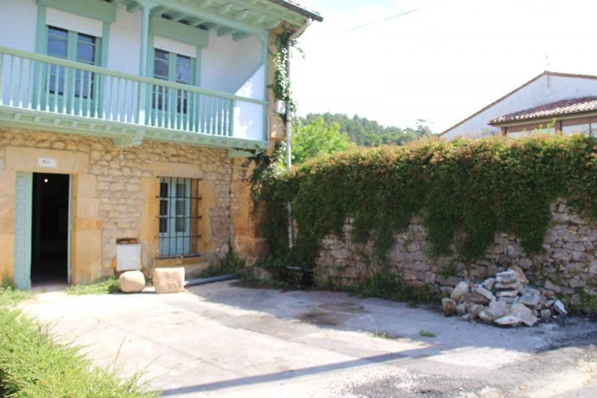 Casa en venta en Ruiloba  de 3 Habitaciones, 3 Baños y 299 m2 por 390.000 €.