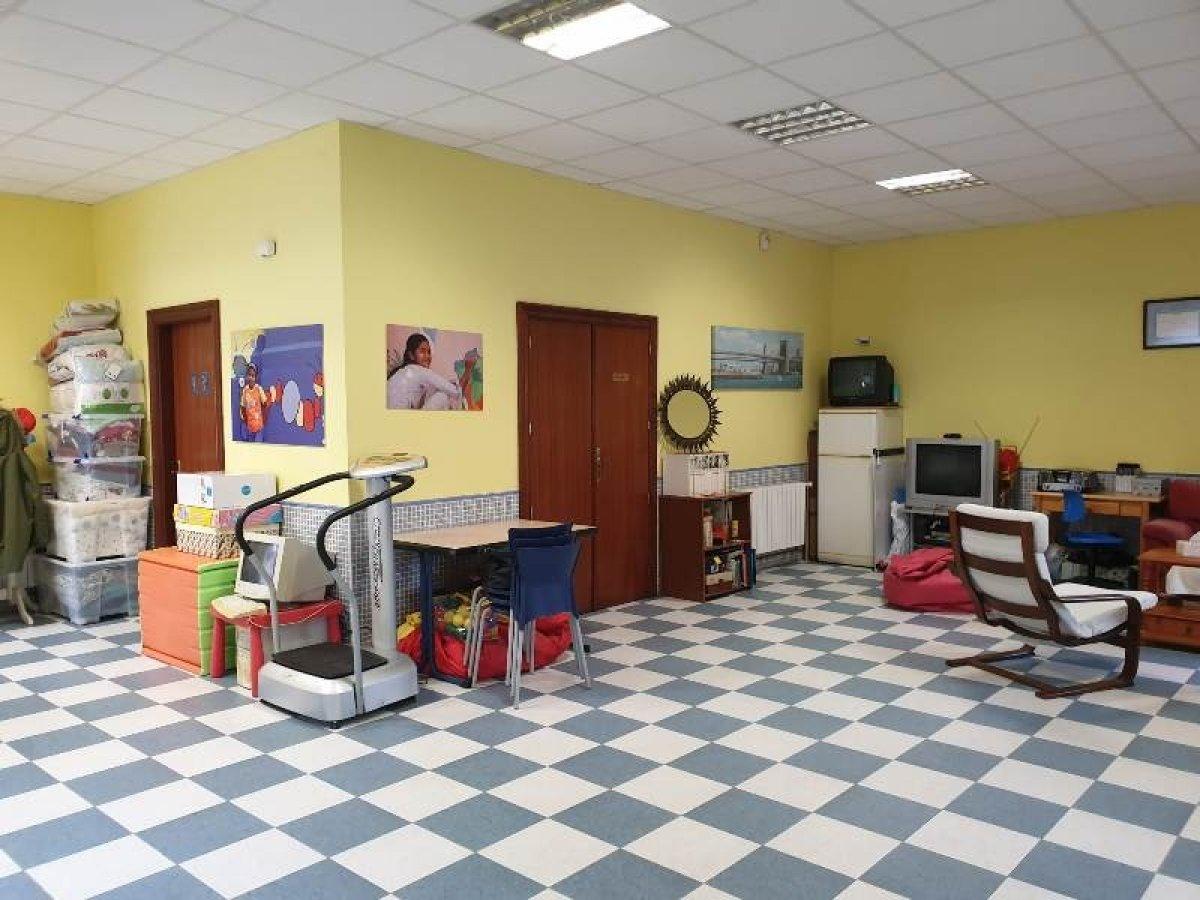 Local comercial en venta en Cabezon de la Sal  de 1 Baño y 100 m2 por 89.000 €.