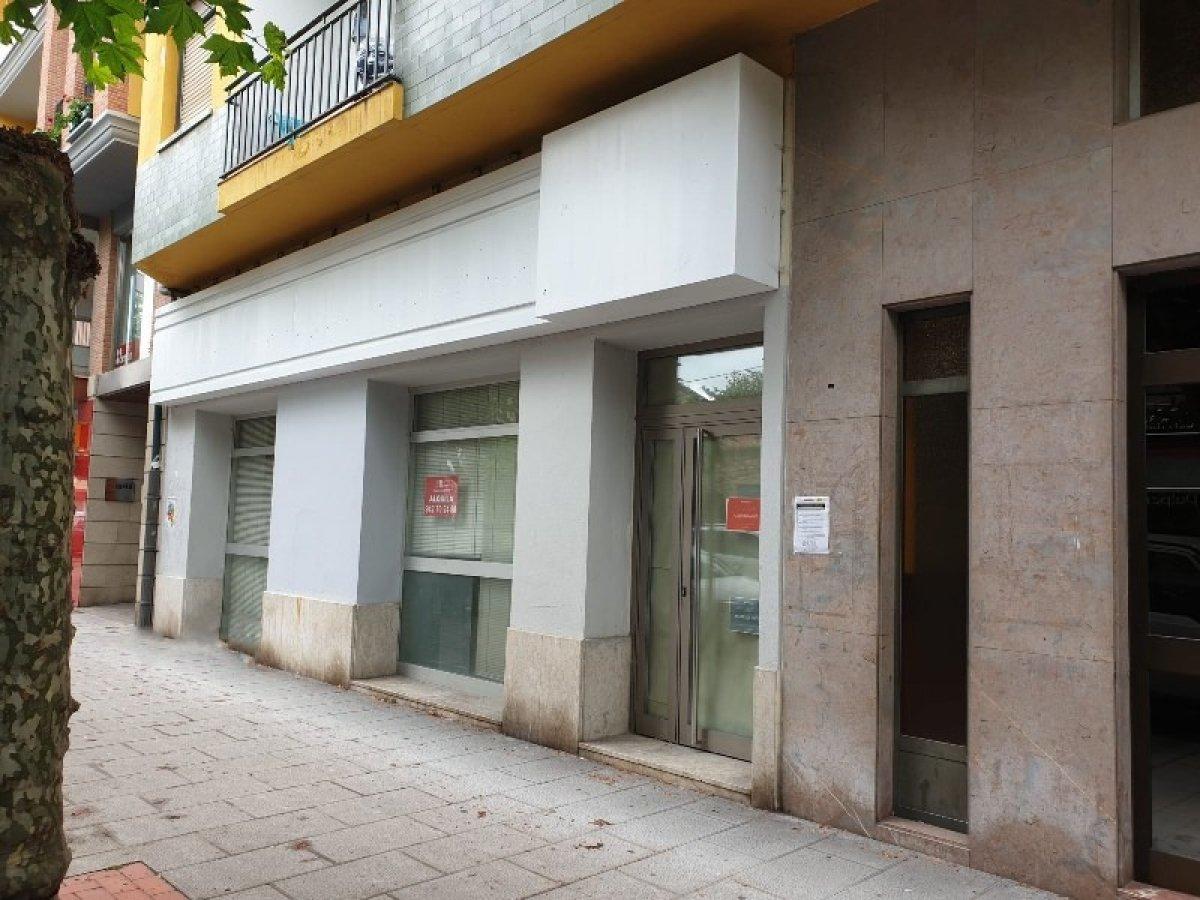 Local comercial en alquiler en Cabezon de la Sal  de 98 m2 por 750€/mes.