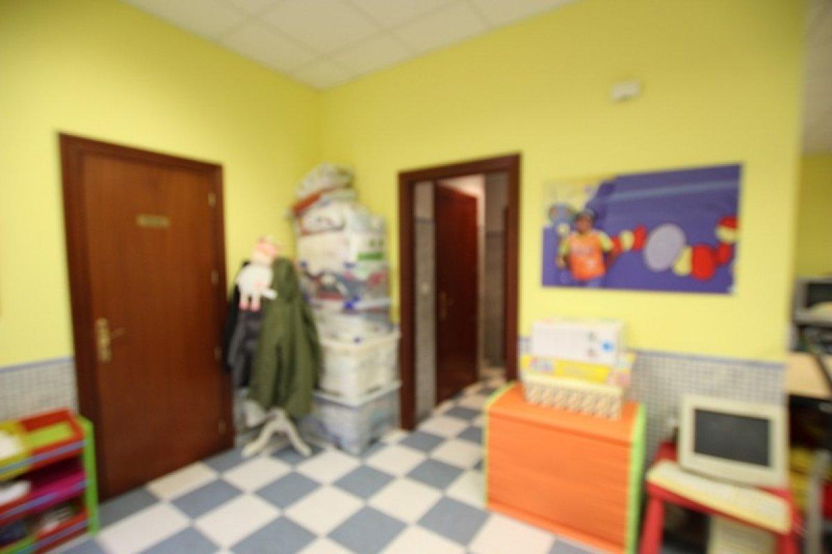 Local comercial en venta en Cabezon de la Sal  de 61 m2 por 49.000 €.