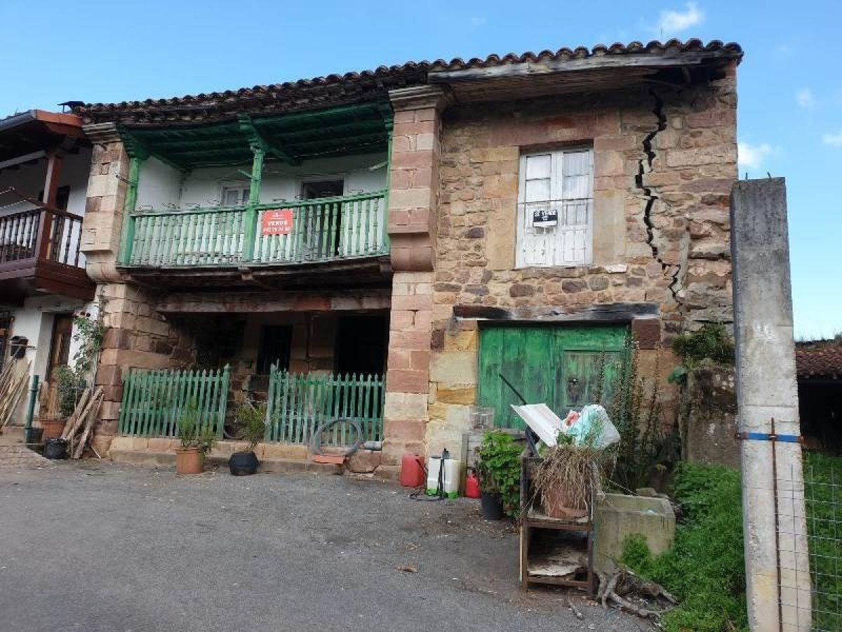 Casa en venta en Valdaliga  de 3 Habitaciones, 1 Baño y 245 m2 por 35.000 €.