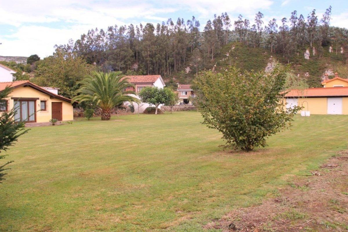Terreno urbano en venta en Cabezon de la Sal  de 125 m2 por 169.000 €.