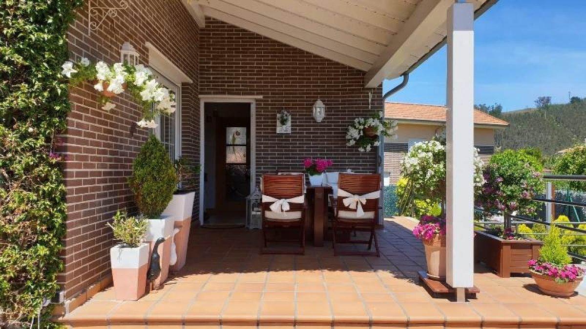 Chalet en venta en Cabezon de la Sal  de 4 Habitaciones, 3 Baños y 266 m2 por 290.000 €.