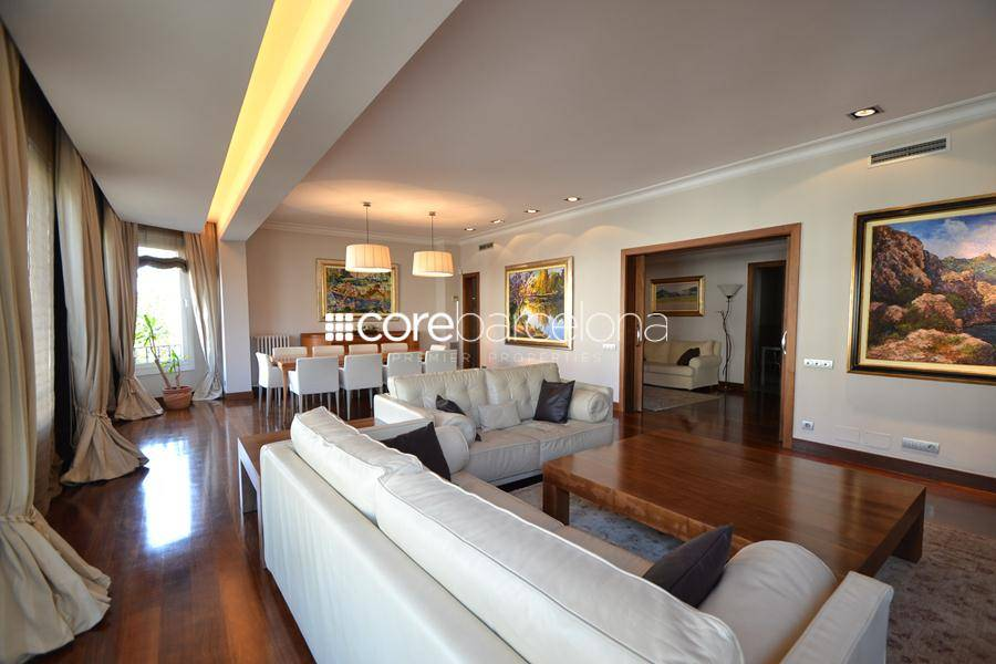 Spectacular renovated 400 sqm. property overlooking the Turo Park