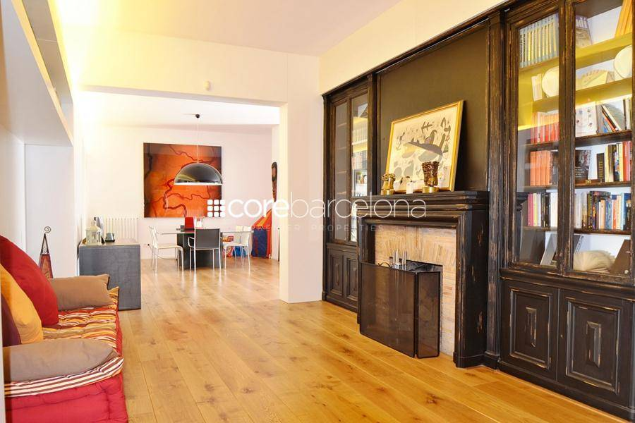 Refurbished penthouse with large terrace for sale in Galvany, Barcelona