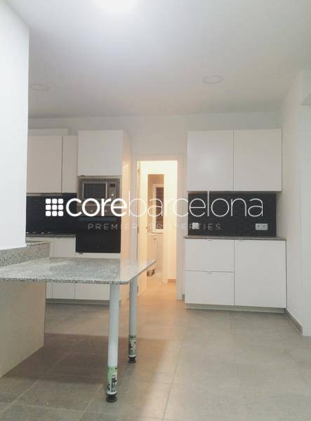 Apartment for rent renovated, brand new,equipped, with terrace and parking in Galvany, Barcelona