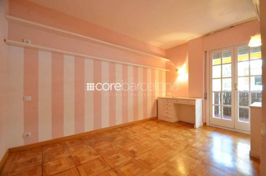 Amplio y luminoso piso en venta en Sant Gervasi.