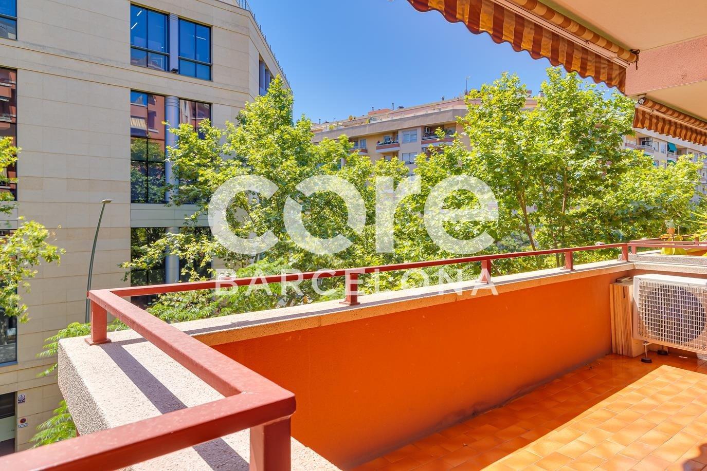 Luminoso y  con terraza en Les Corts, Barcelona