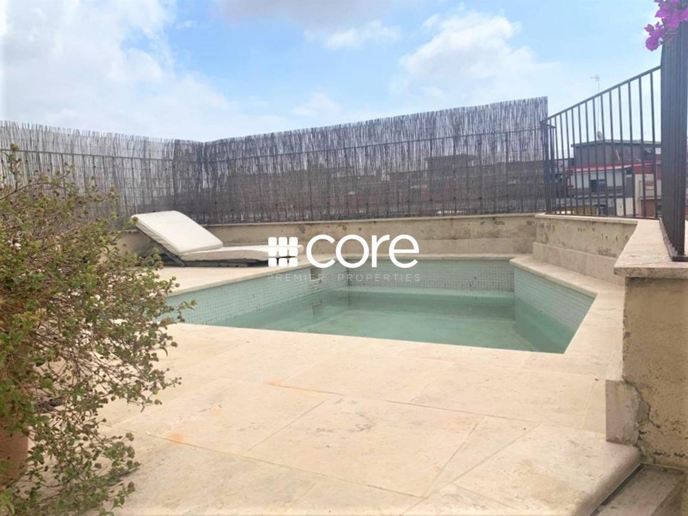 Ático con piscina privada cerca de Francesc Macià