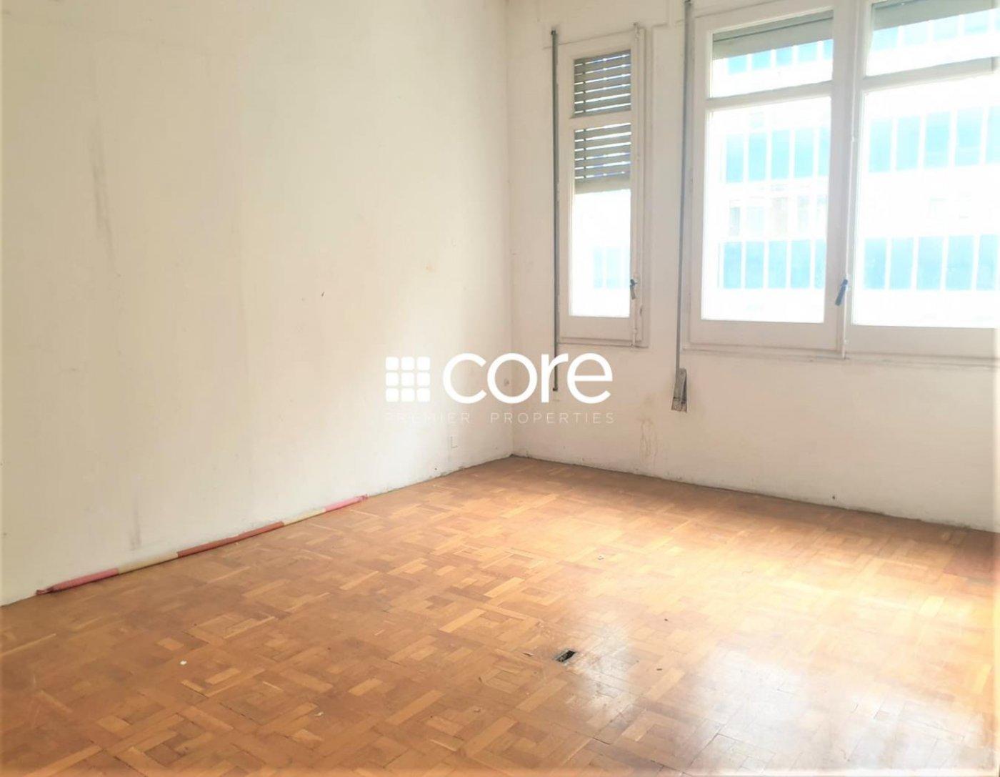 Buen piso para reformar en Balmes