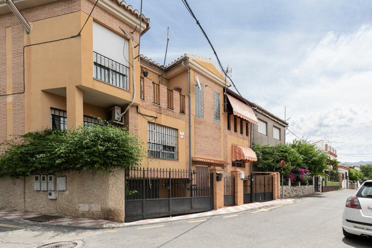 VIVIENDA PAREADA BAÑADA DE SOL EN HUÉTOR VEGA, Granada