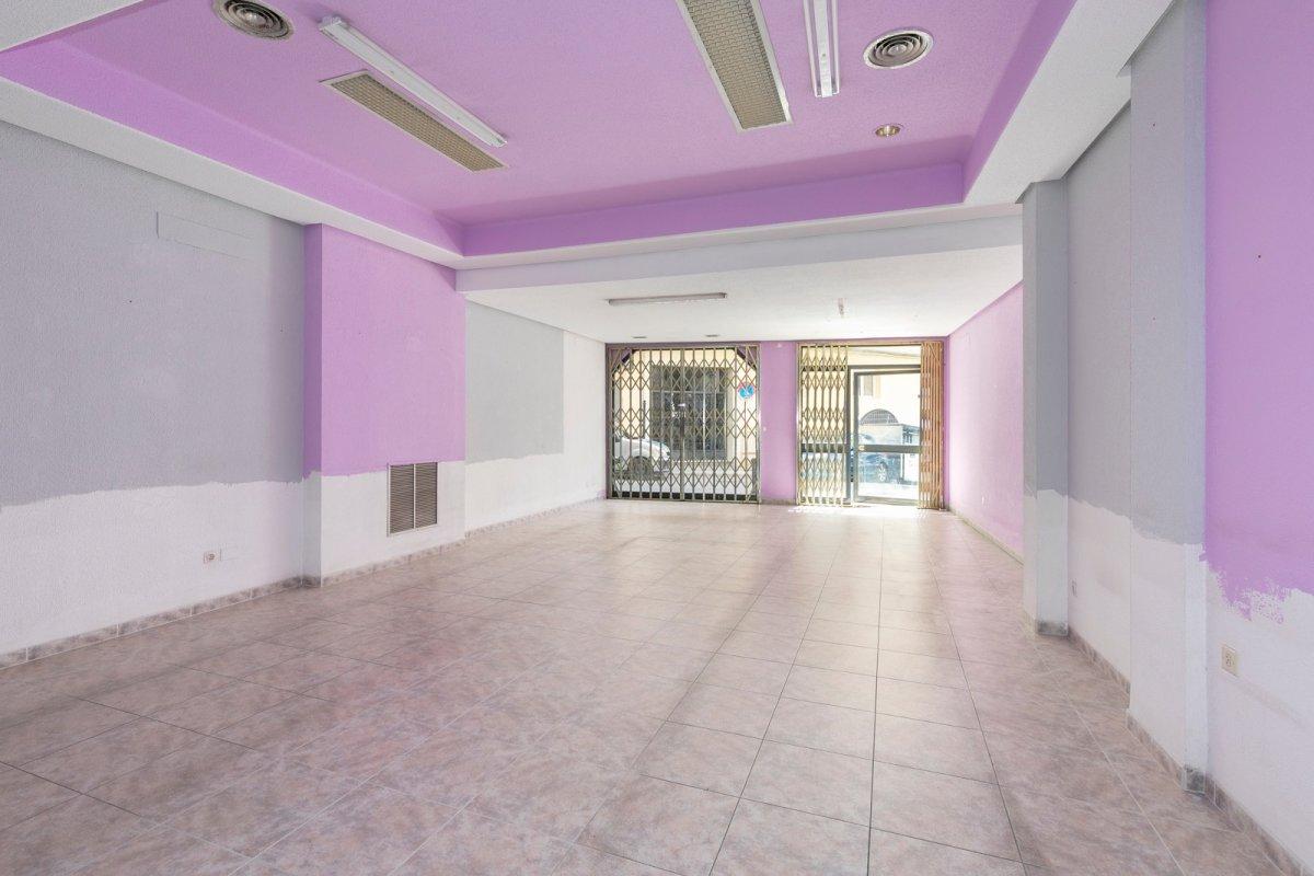 Local completamente diáfano en el centro de Baza. Ideal inversores., Granada