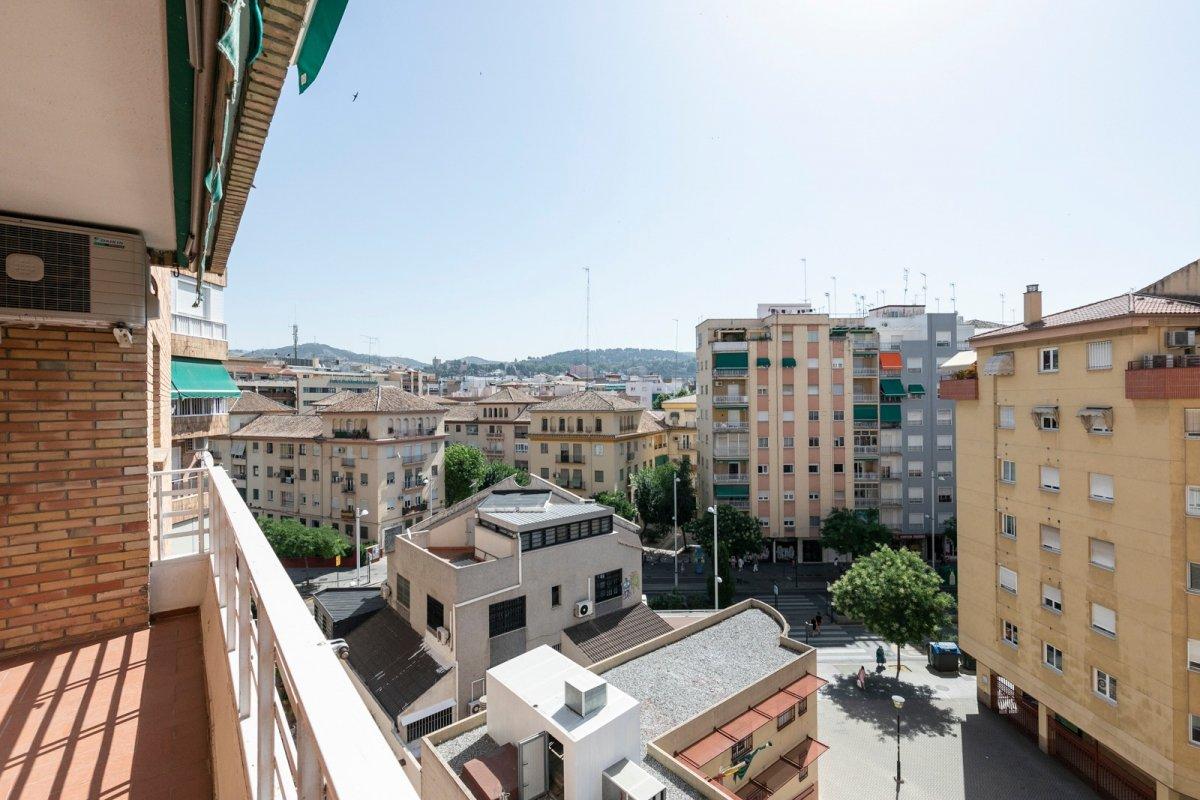 Fantástico piso con plaza garaje – Centro de Granada