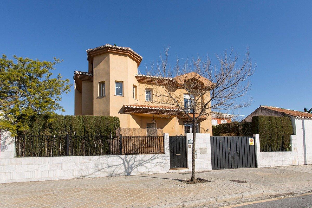 Chalet independiente con piscina en zona Carrefour, Granada