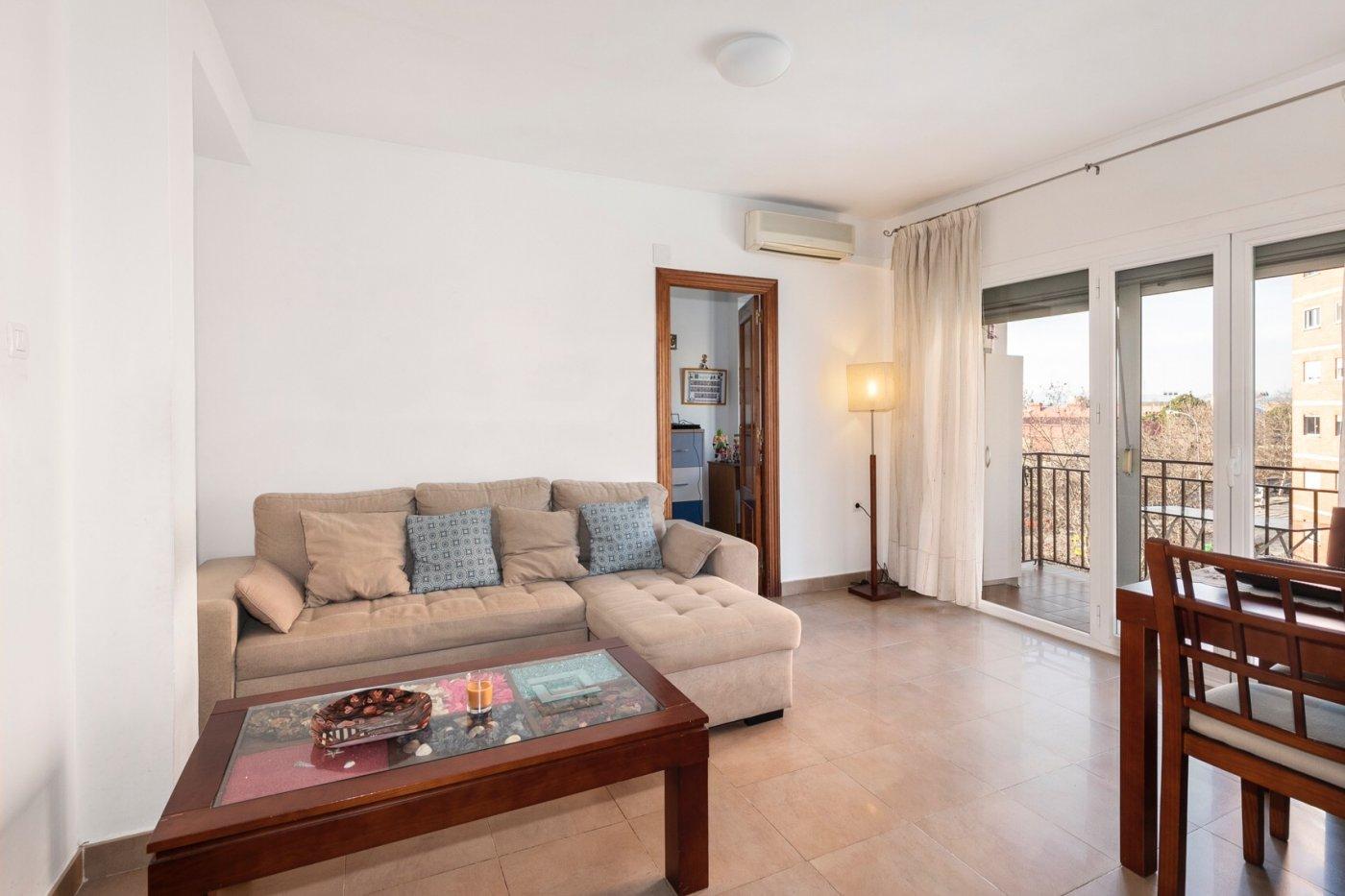 Precioso piso, muy luminoso con vistas despejadas y todo exterior!!.