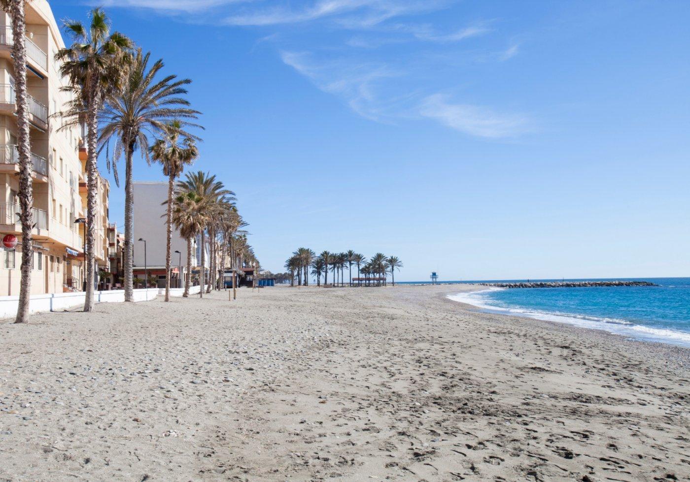 Piso totalmente reformado en torrenueva junto a la playa
