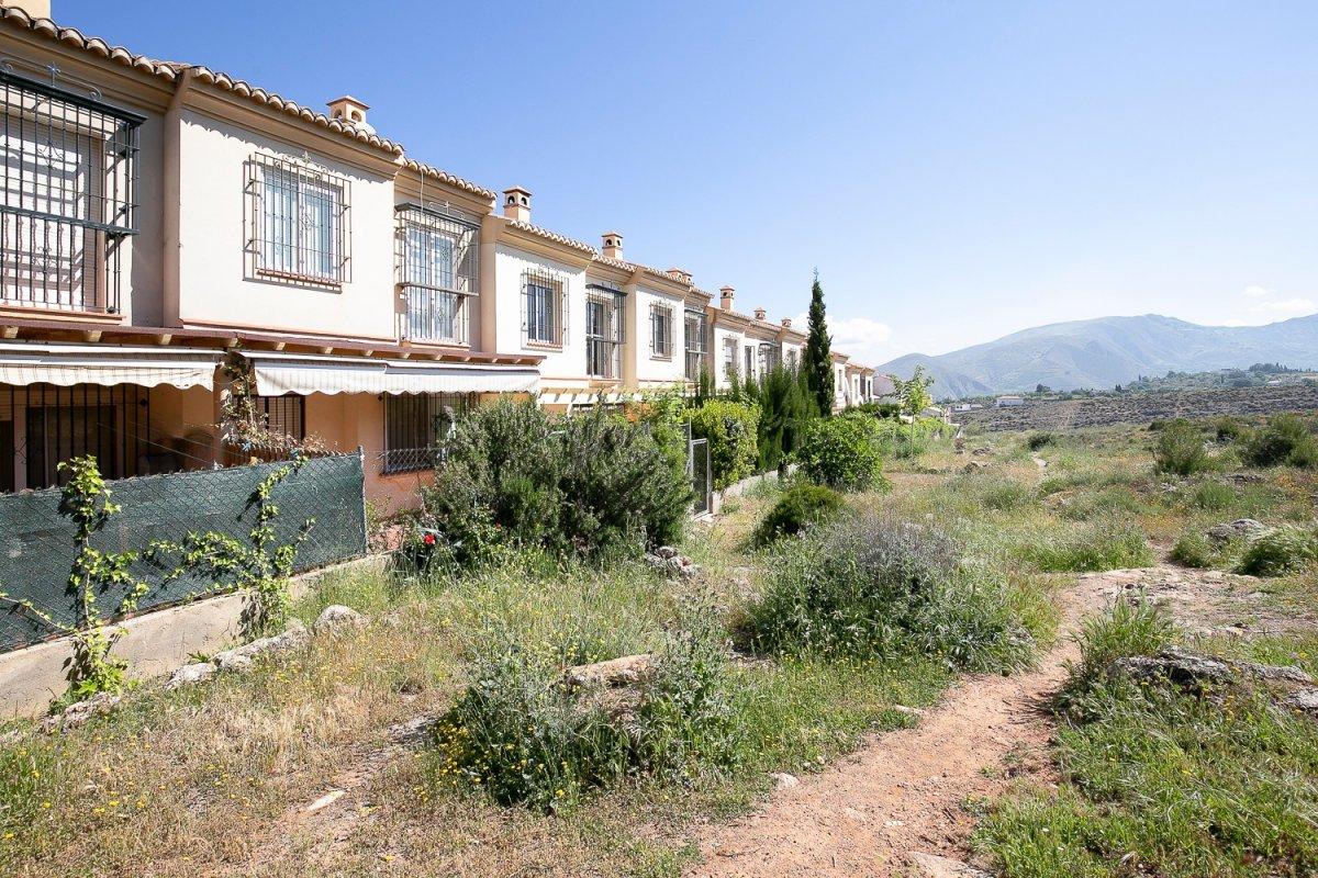 Precioso adosado todo exterior , orientación sur en un enclave muy especial, Granada