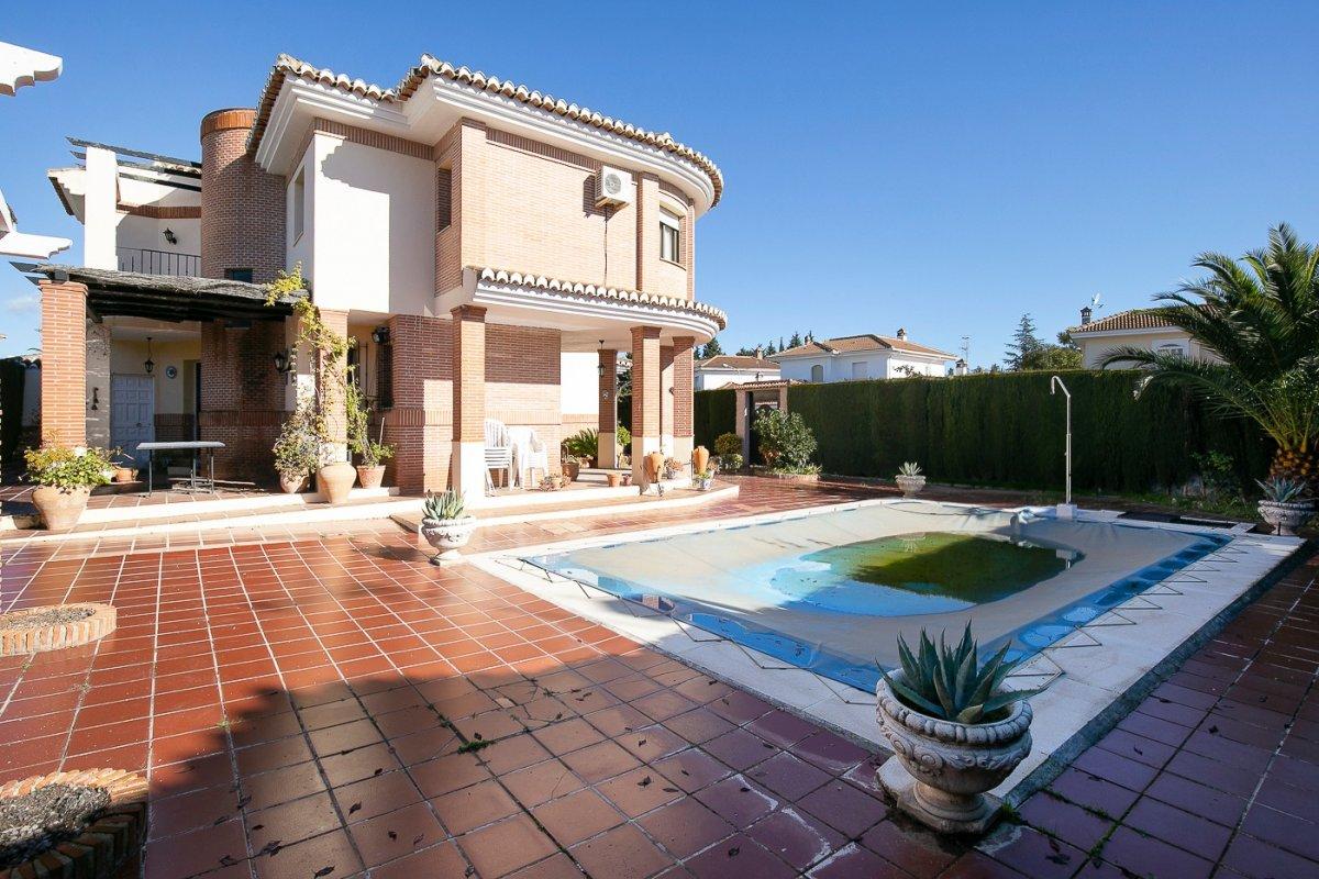 Fabuloso chalet ind. en la urb. Parque del cubilas con parcela de 670 m2. con piscina propia., Granada