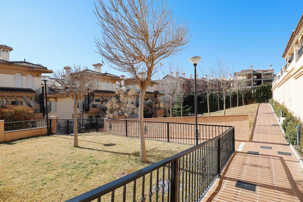Espectacular piso en urbanización junto al campo de golf de las Gabias, Granada