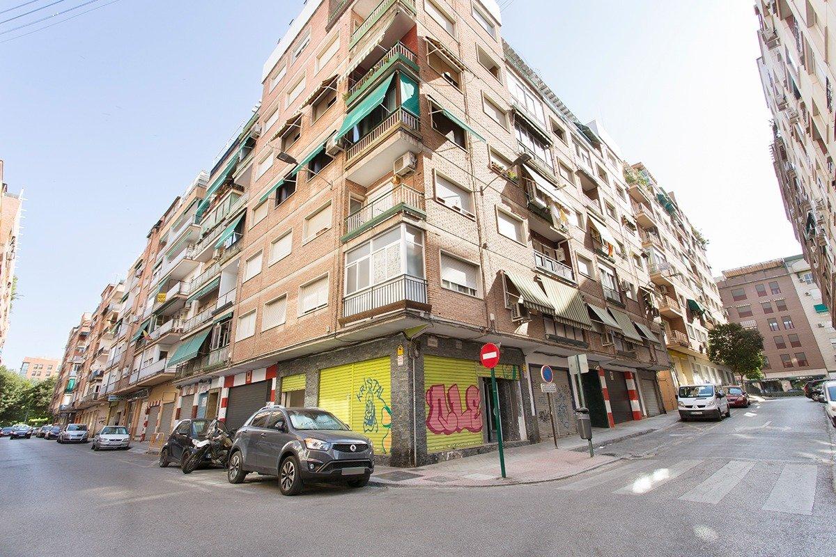 Oportunidad Inmobiliaria - ¿Cansado de pagar un alto alquiler por tu local comercial?, Granada