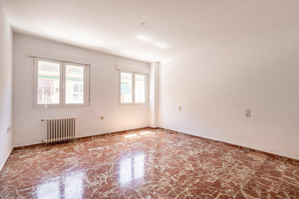 Buscas vivir en una de la mejores zonas residenciales de granada? aquí te presentamos este gran piso