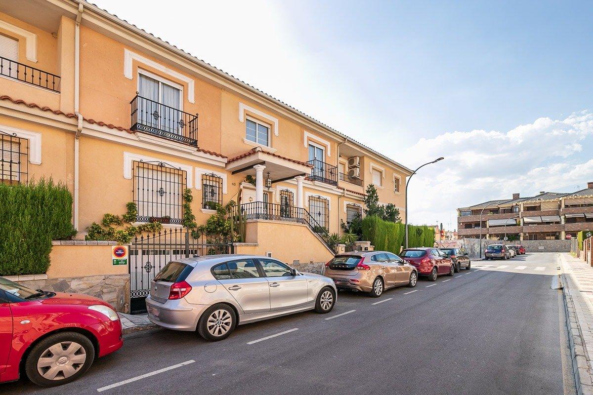 ESTUPENDA CASA UNIFAMILIAR EN MARACENA, Granada