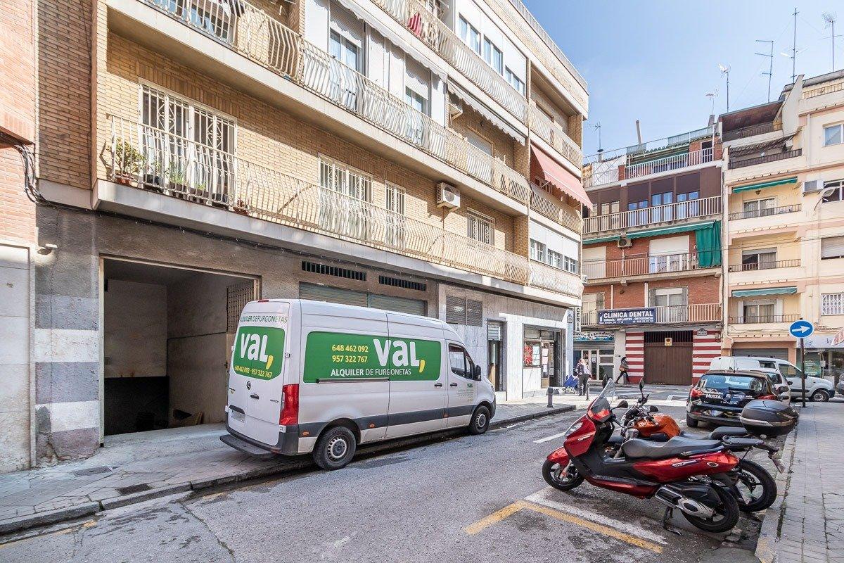 Local junto Alhamar, Granada
