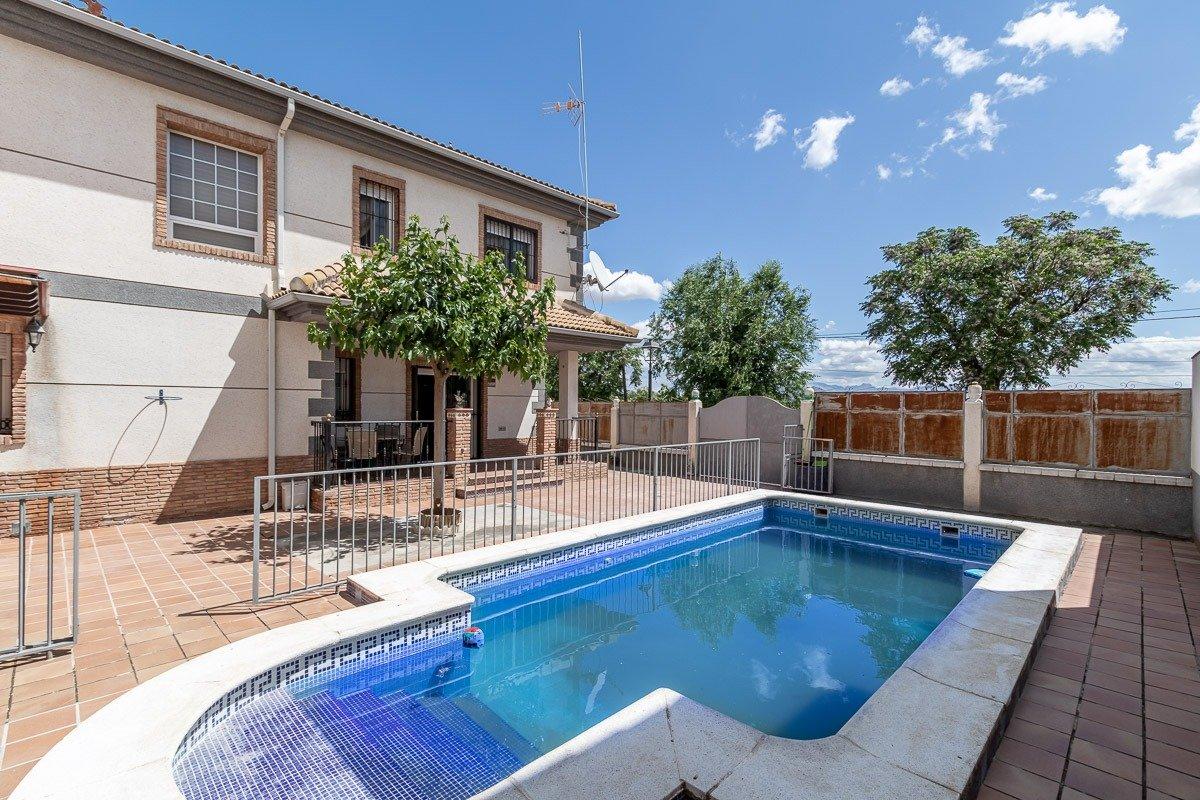 Casa con piscina en Láchar