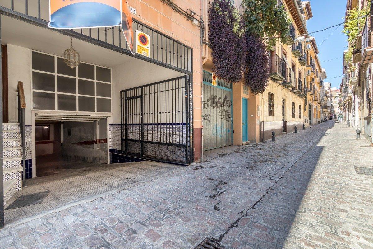 Garaje en el centro de Granada para 5 vehiculos, Granada